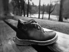 Lonely Shoe by OloForum