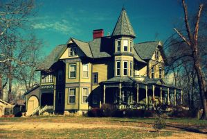 Victorian House on Walnut St by Moznbozgirl
