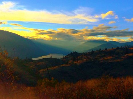 Over the lake Chelan by Stanislava28