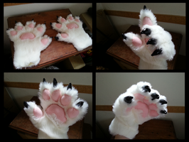Weazy Handpaws by CuriousCreatures