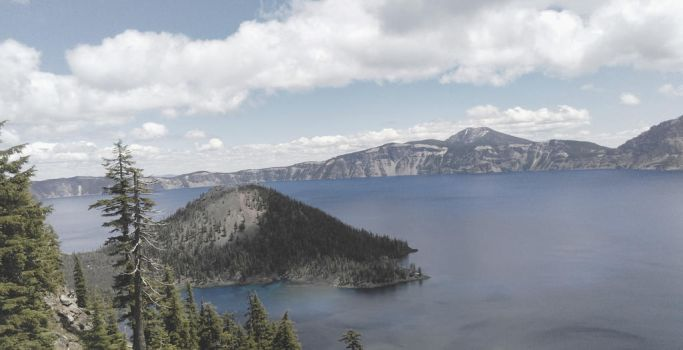Crater Lake by zaron5551