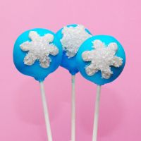 Snowflake Cake Pops by keriwgd