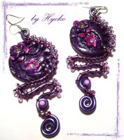 Purple earrings by Hyo-pon