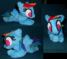 Rainbow Dash Mini by Sophillia