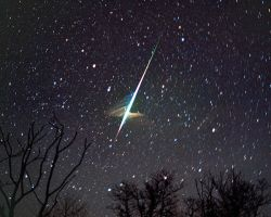 Leonid Meteor and Trail 2001 by johnpane