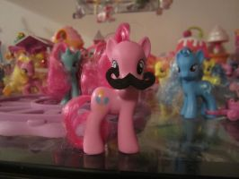 moustach pinkiepie figure by chappy-rukia