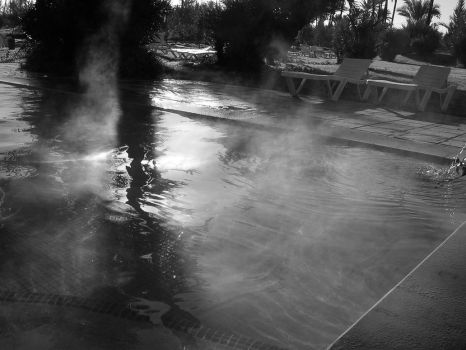 Swimming pool by Looni