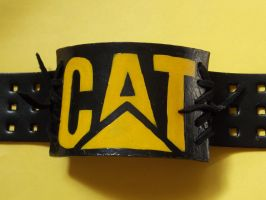 Pulsera CAT (Caterpillar) by lizombie-scarecrow