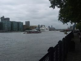 View of Thames River by Magdyas