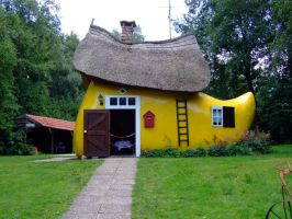Wooden shoe house by inbalance