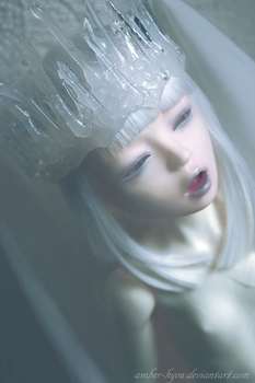 Ice queen by Amber-Kyou