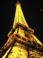 Lit Eiffel Tower by mariposa116