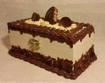 Chocolate Peanut Butter Cup Cake Box by ninja2of8