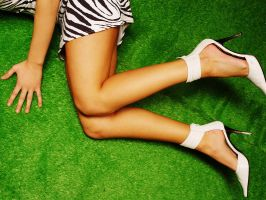 legs on unnatural grass. by D3nde