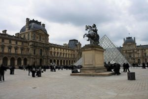 Louvre by pinkarch4
