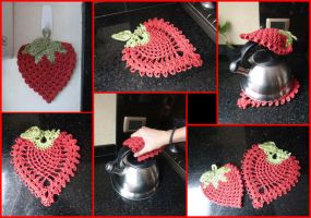 Strawberry Set Pot Holder + Table Mat by argentinian-queen