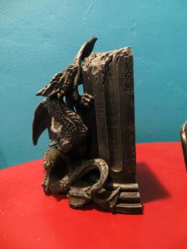 Dragon on pillar - left bookend by gre1