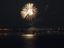 Fireworks at Newburgh 5 by TheMightyQuinn