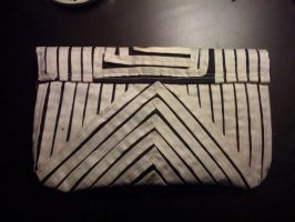 Black and White Clutch 2 by EekBouteek