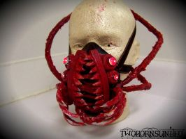 ''Fangs'' Alien face parasite gas mask by TwoHornsUnited