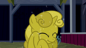 Sweetie Belle loves the Gold look! (Animated .Gif) by argo4017