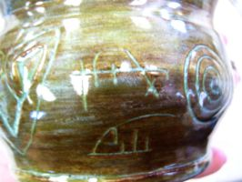Rune inscribed clay pot_2 by Bardagh
