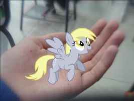 Derpy in my hand :D by TheShadow155