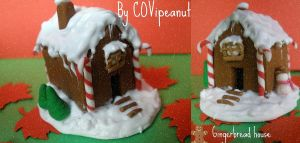 Gingerbread House by COVipeanut