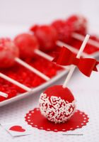Pretty Valentine Cake Pops by theresahelmer
