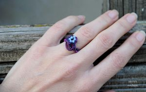 Goth purple wire wrapped ring by IanirasArtifacts