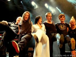 Tarja and band saying goodbye by Kittyken