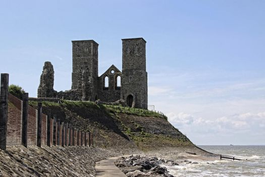 Reculver abbey ( south side ) by UdoChristmann