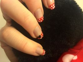 Minnie Mouse Nails by lulutetium