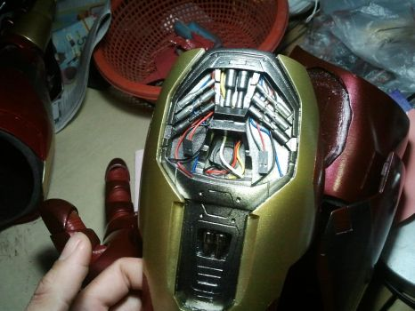 Inside details Iron man gauntlet scale 1:1 by PootPoster