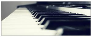 Dusted piano by Daviniodus