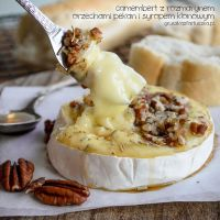 baked camembert with rosemary, nuts and maple syru by Pokakulka