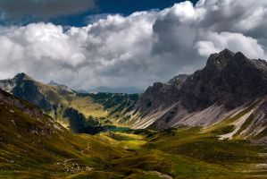 Cloudy Mountains by mutrus