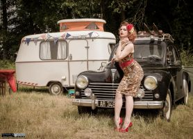 Pin-Up and Peugeot 203 by lepixtolero