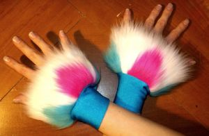 Tri-Color Fluffly Cuffs by Painter-Papillon