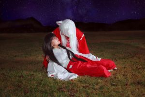 Kikyo's Death in Inuyasha's Arms Cosplay by firecloak