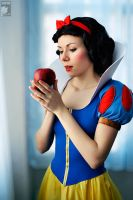 Snow White by Ryoko-demon