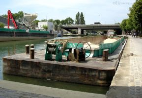 Transport boats in Paris by EUtouring