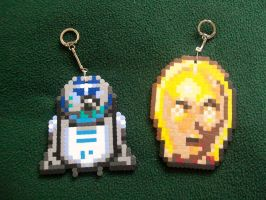 R2D2 and C3PO Perler by yumeleona23