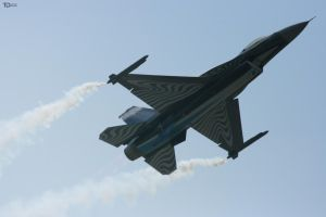 F-16 by TietzeDesign