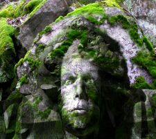 Face carved into a stone wall by marijeberting