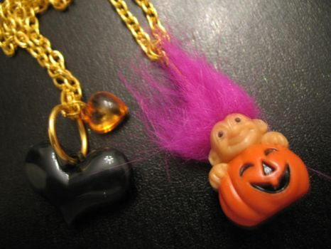 Halloween Troll Doll Necklace by exousia