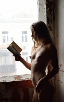 Anastasia D - - reading light by Canvin