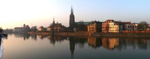 Winter panorama by the Odra river in Wroclaw. by wesoly-romek