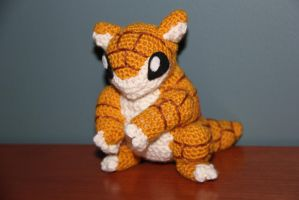 #027 Sandshrew by pokecrochetchallenge