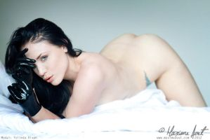 In bed with Yolinda by MaximsPhotos